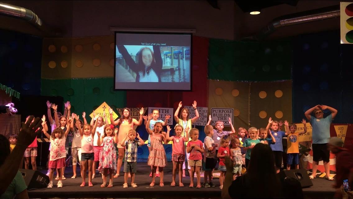 VBS Kids Worshiping